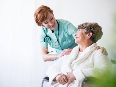 Estudia el Curso de Geriatría y especialízate como Auxiliar de Enfermería Geriátrica