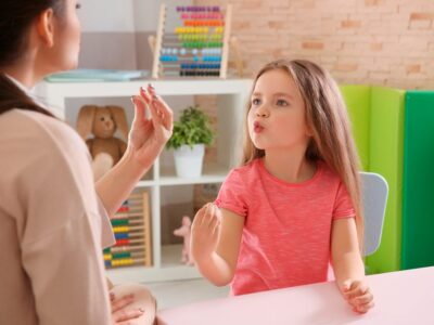 Amplía tus conocimientos en trastornos del habla y del lenguaje con el Máster en Logopedia y Trastornos del Habla