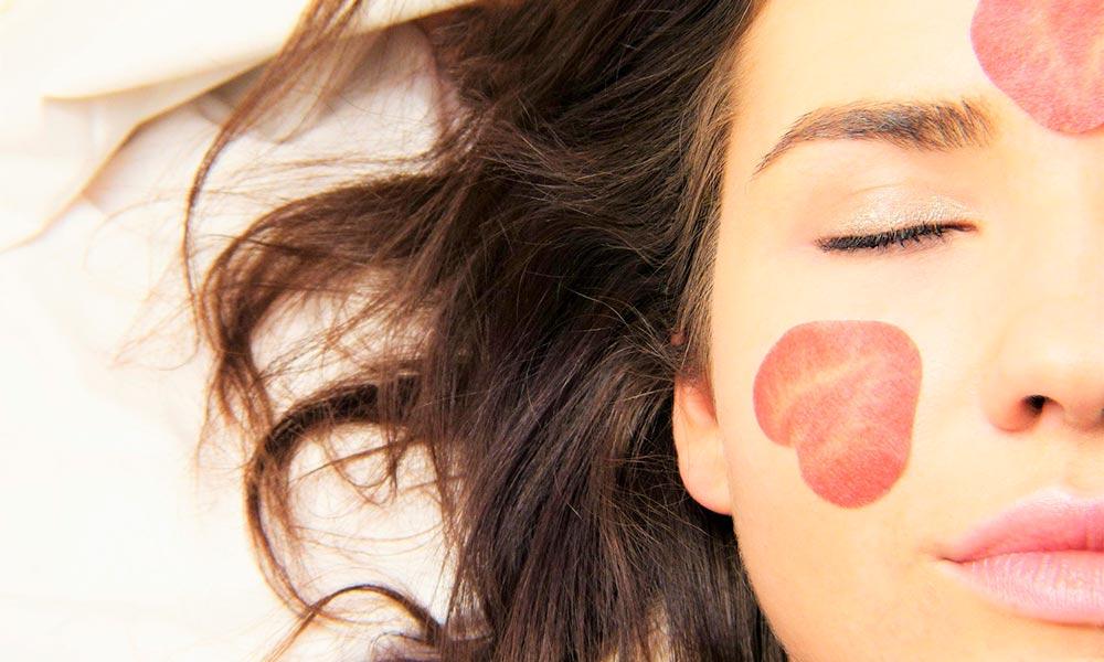 Peeling: qué es y cómo aplicarlo en el rostro
